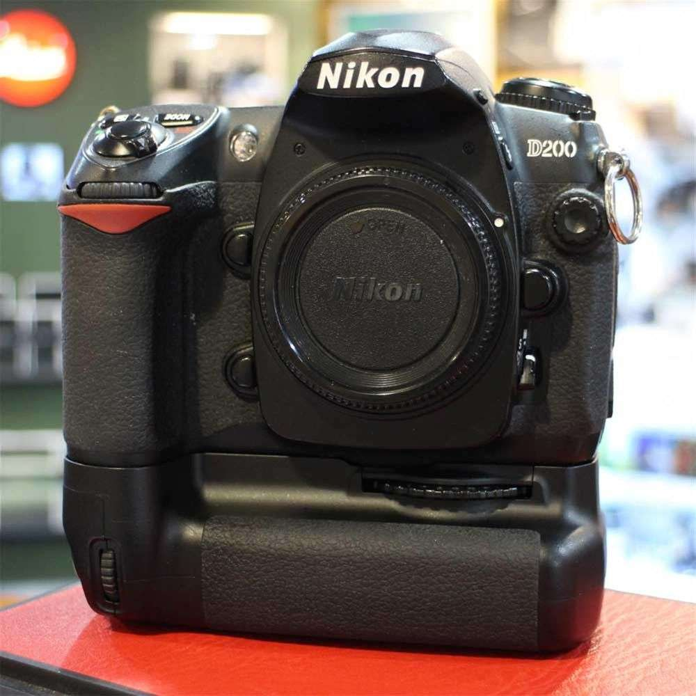 Used Nikon D200 DSLR Camera Body with MB-D200 Battery Grip