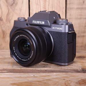 Used Fujifilm X-T200 Dark Silver Digital Camera with Fuji 15-45mm F3.5-5.6 OIS Lens