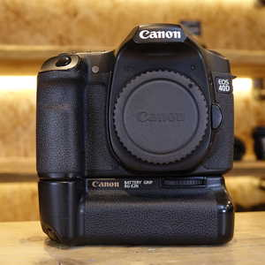 Used Canon EOS 40D DSLR Camera Body with BG-E2N Battery Grip