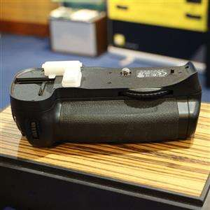 Used Nikon MB-D10 Battery Pack for D300 D300S D700