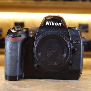 Used Nikon D70s DSLR Camera Body