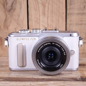Used Olympus PEN E-PL8 White Camera with 14-42mm EZ Lens